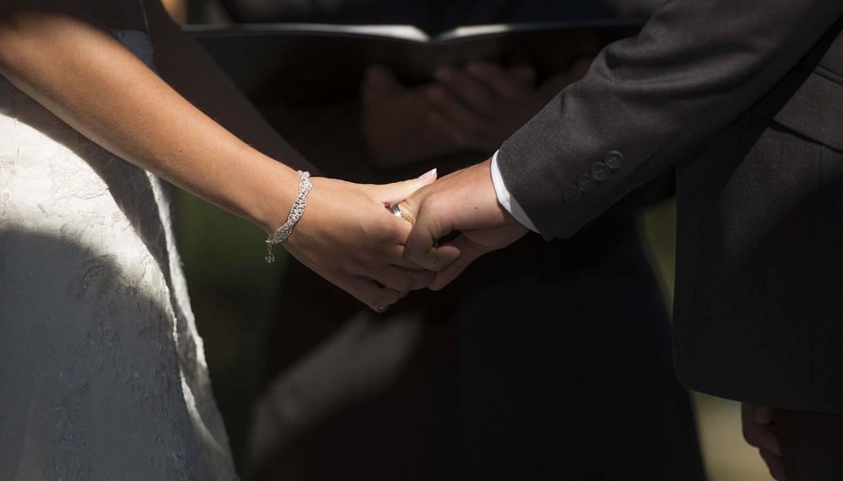 uomo single che esce con una donna sposata vero lavoro di collegamento siti