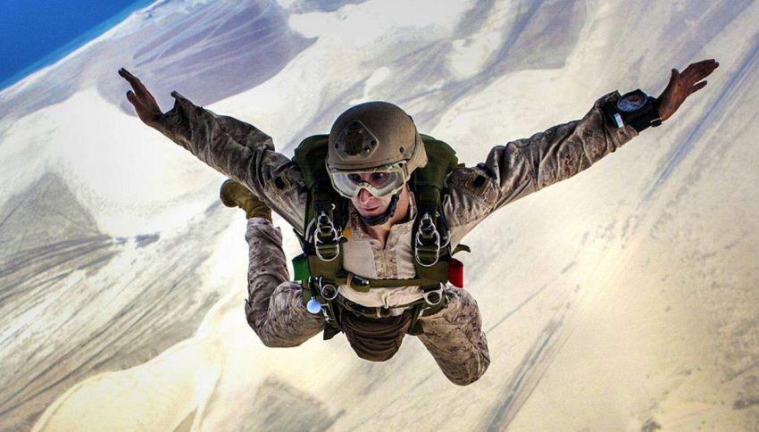 L'ultima vera follia, salta nel vuoto da 7000 metri senza paracadute