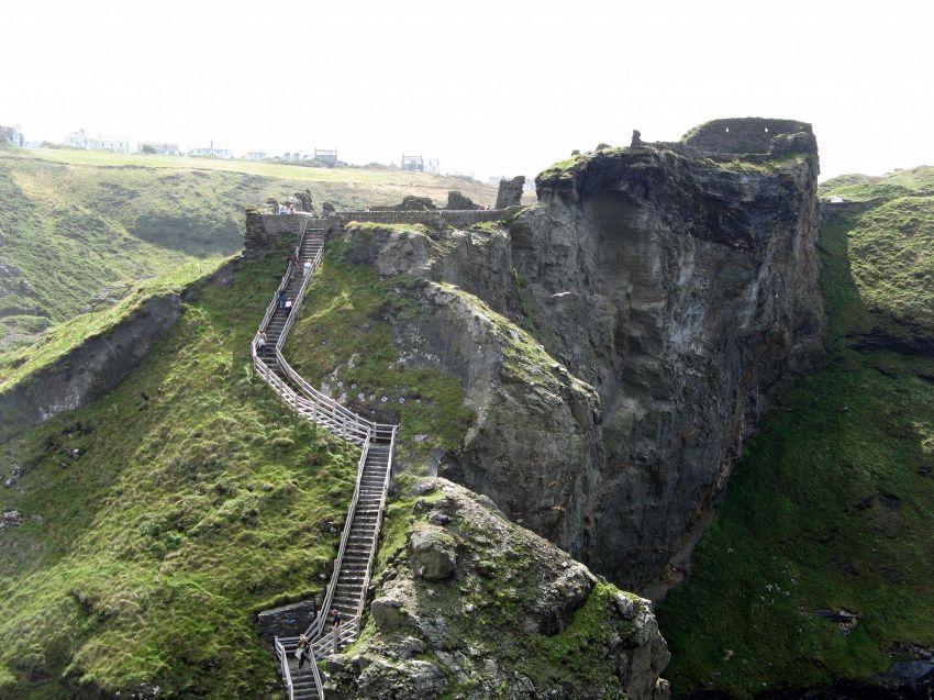 Archeologi scoprono il castello dove è nato Re Artù