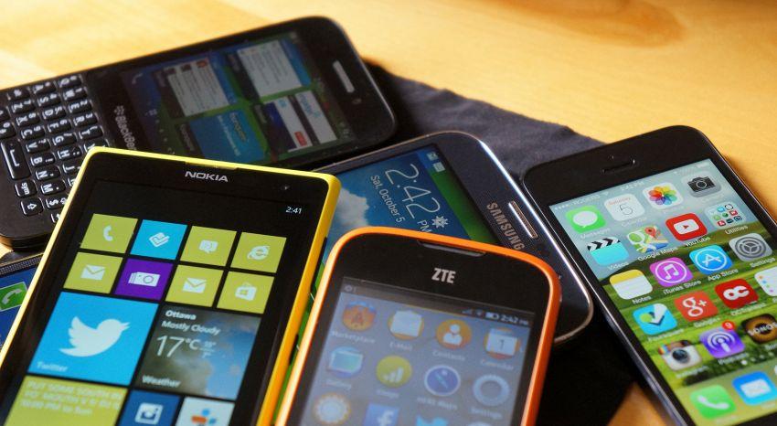 6 cose che non dovremmo mai fare con il telefono (ma che facciamo)