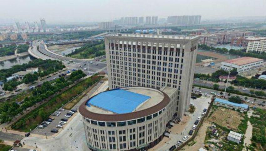 In Cina hanno costruito un'università a forma di W.C.