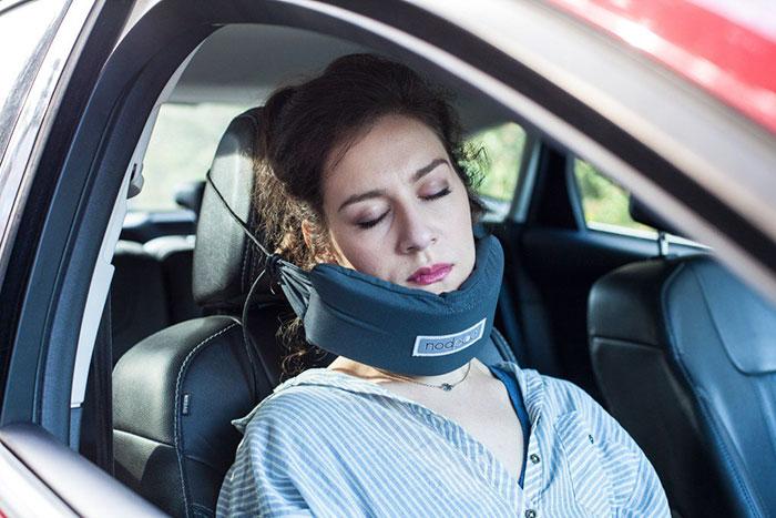 Nopod, il cuscino per dormire comodamente in auto e in aereo