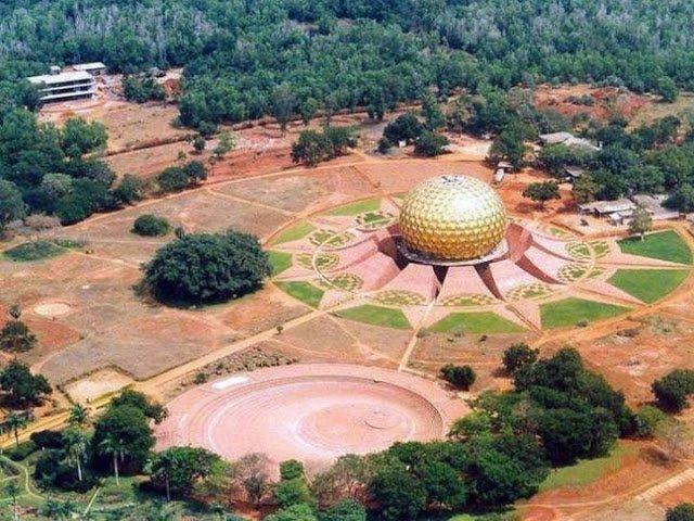 Auroville, la città che vive senza politica, denaro e religione
