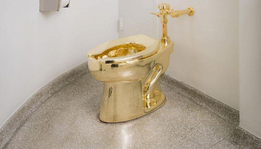 """Al Guggenheim la tazza d'oro di Cattelan: """"Si può anche usare"""""""