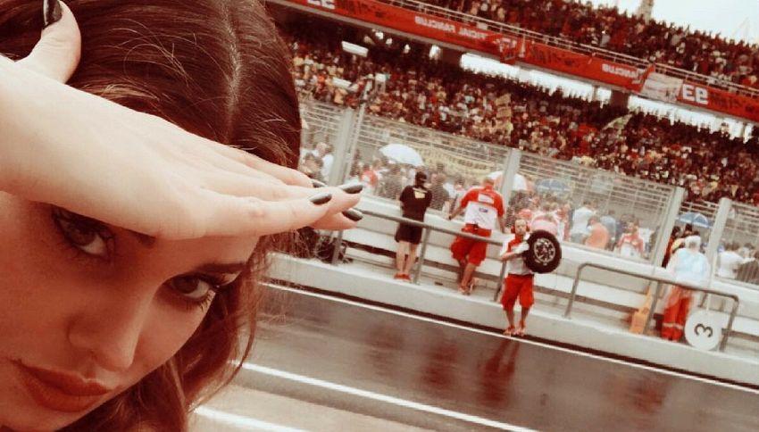 Belen vola in Malesia per assistere alla gara di Iannone