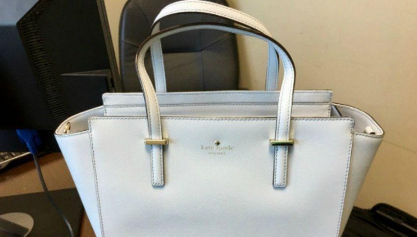 What's in my bag? Cosa non manca nella borsa di una teen