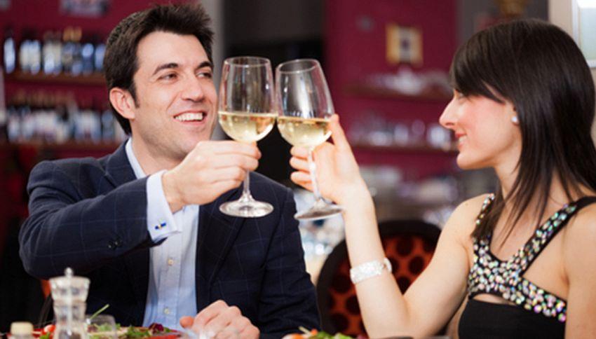Le coppie che bevono insieme sono più felici. Lo dice la scienza