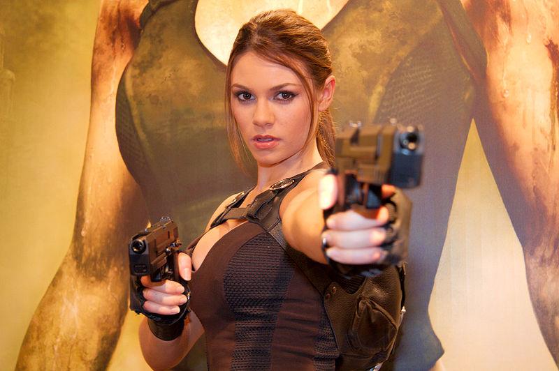 Lara Croft, l'eroina dei videogiochi festeggia 20 anni di successi