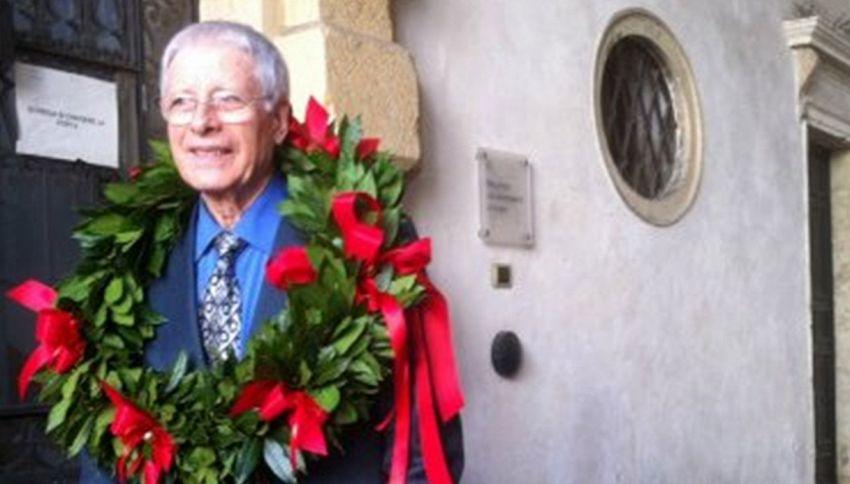 A 82 anni prende la settima laurea