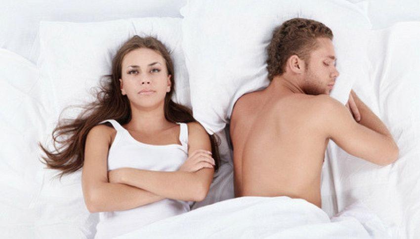 Dormire con un partner che russa è pericoloso. Lo dice la scienza