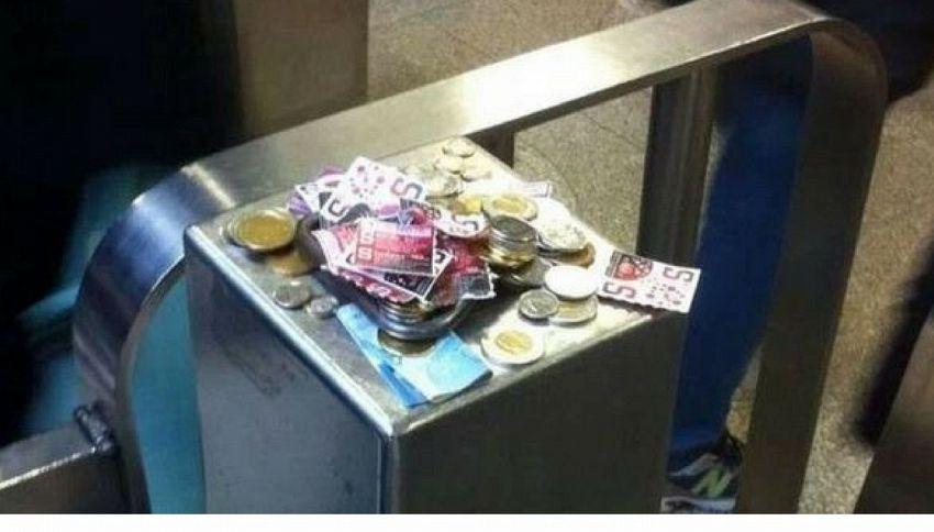 Canada, obliteratrice del metrò è rotta e i passeggeri lasciano i soldi