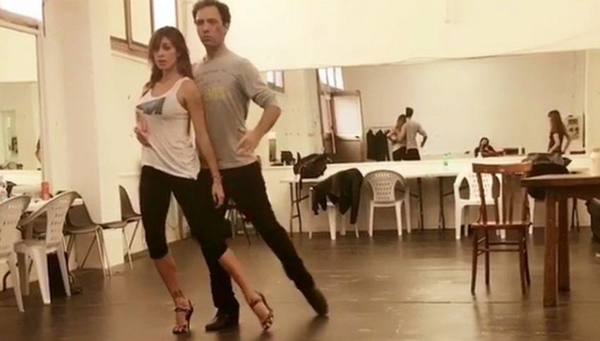 Il tango sensuale di Belen fa impazzire i fan