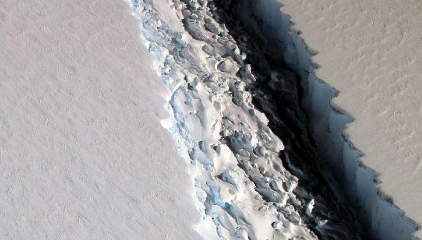 Maxi crepa in Antartide: l'allarme della NASA