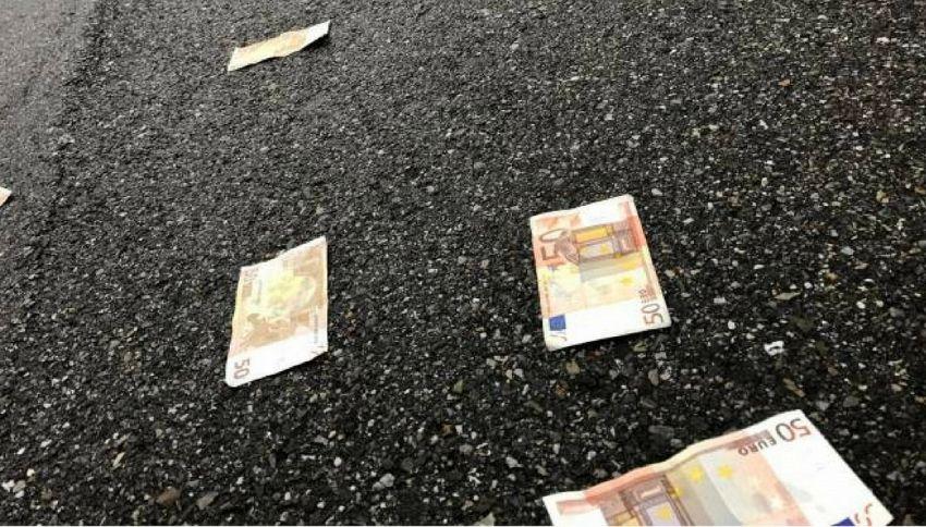Il mistero delle banconote da 50 euro che piovono dal cielo