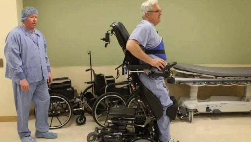 L'incredibile storia del chirurgo paralizzato che continua ad operare