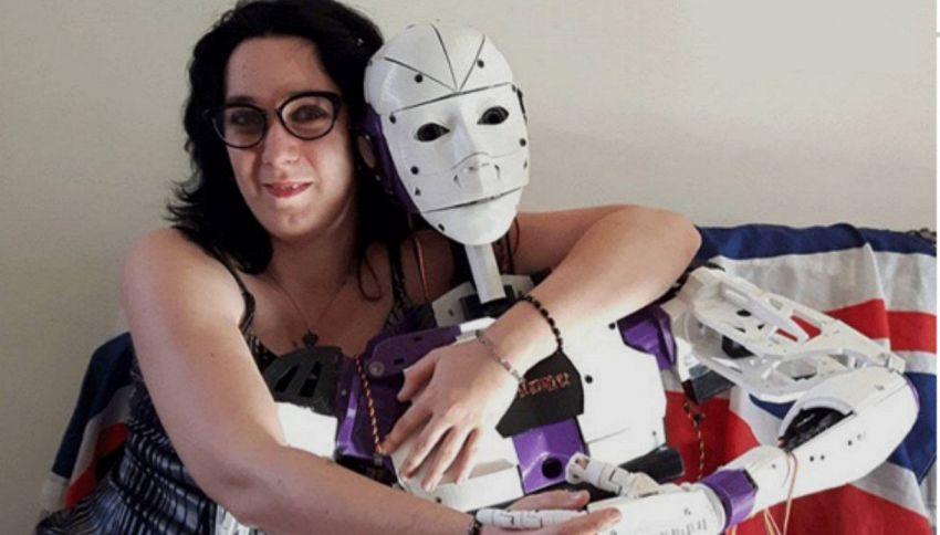 Donna si innamora di un robot e ora vuole sposarlo