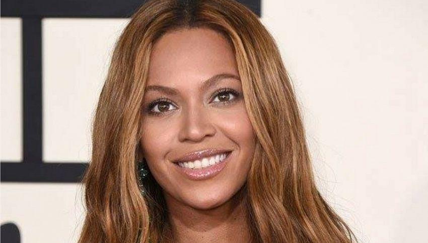 Beyoncé: le hit di una punk band finiscono per errore nel suo cd