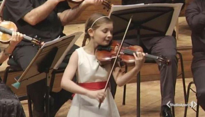 Ha 11 anni la piccola Mozart inglese, compositrice prodigio