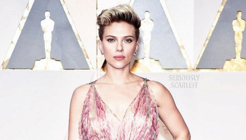 La domanda a Scarlett Johansson sul red carpet degli Oscar 2017