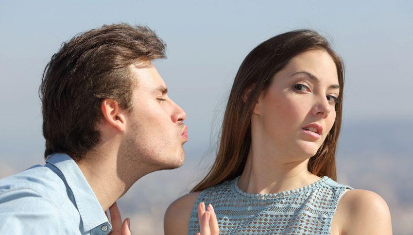 Rubare un bacio all'ex? E' reato