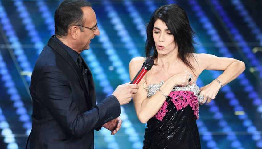Sanremo: Giorgia incanta ma l'abito continua a scivolare