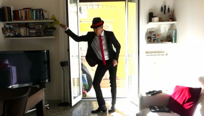 Giovanni Vernia: la parodia dello spot Tim fa il boom sui social