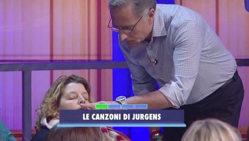 Signora del pubblico si addormenta durante la diretta di Bonolis