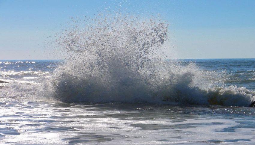 Mistero al largo della Toscana: esplosioni di gas in mare