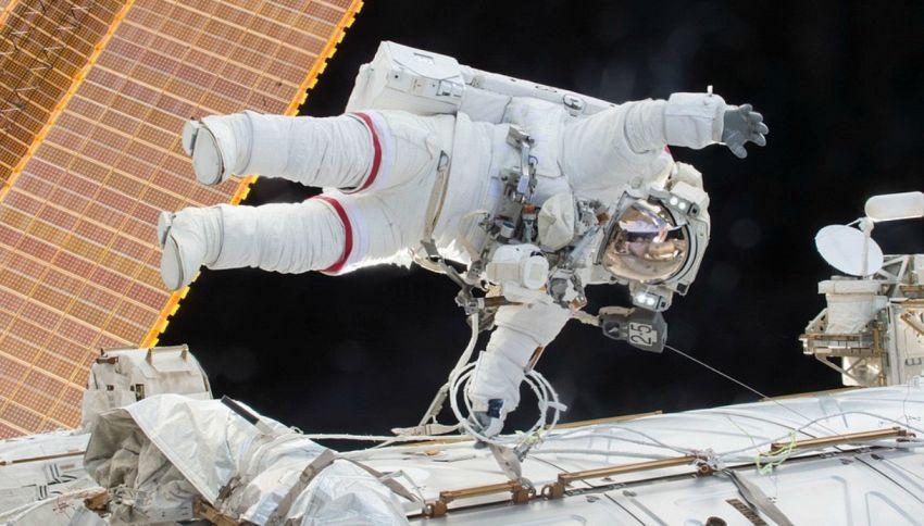 Perché gli astronauti fanno pipì prima di partire?