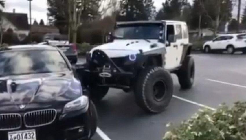 Jeep contro BMW: tutto per un parcheggio
