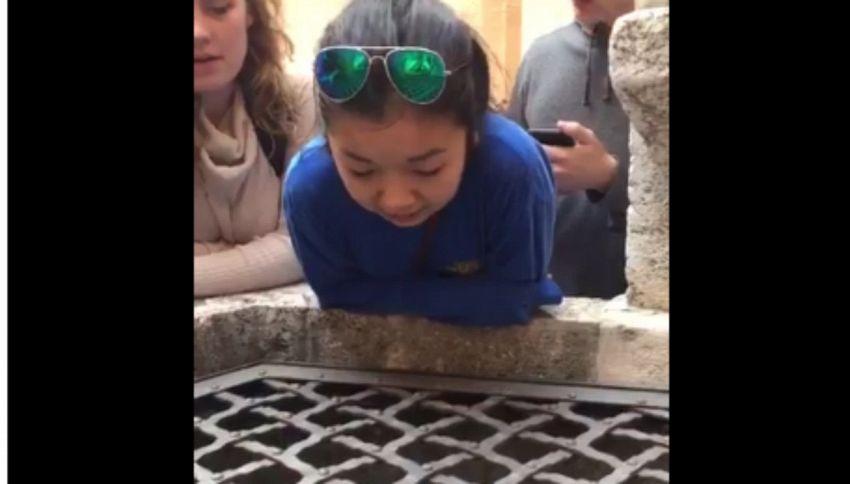 Canta Hallelujah in un pozzo italiano, il video è virale