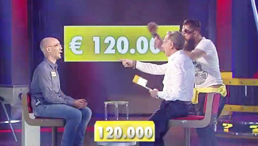 Disoccupato vince 120 mila euro da Bonolis, pubblico in delirio