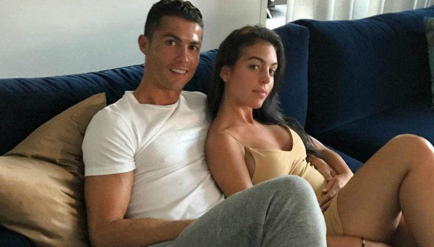 Prima foto ufficiale di Ronaldo e Georgina (che sembra incinta)