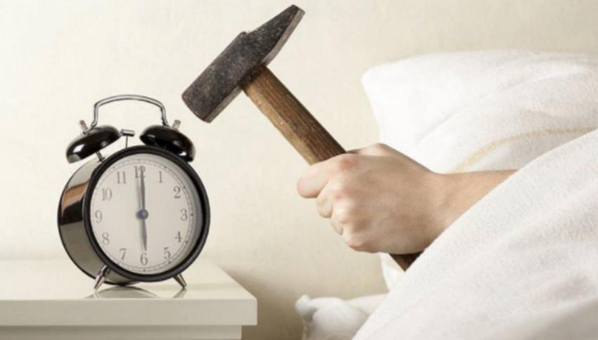 Chi spegne la sveglia è più intelligente di chi si alza subito
