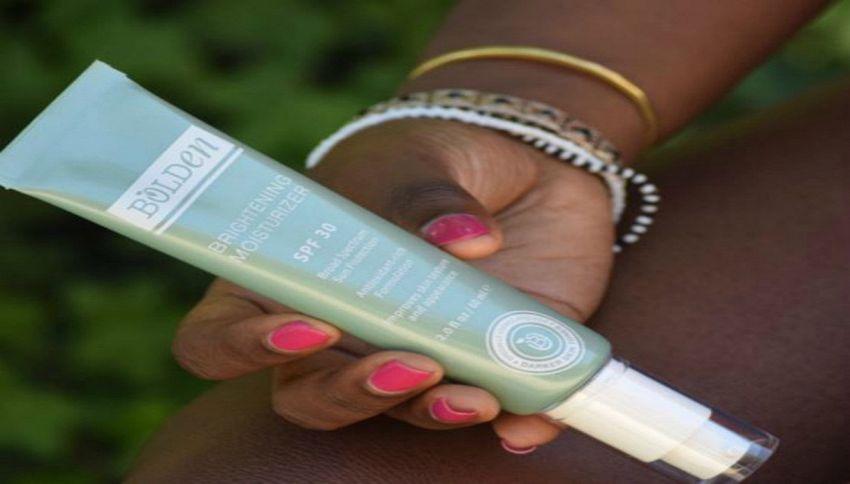 Sorelle nigeriane creano la crema solare per persone di colore
