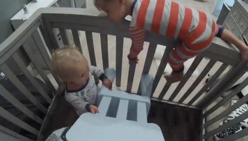 Fuga dalla culla: il video dei fratellini diventa virale
