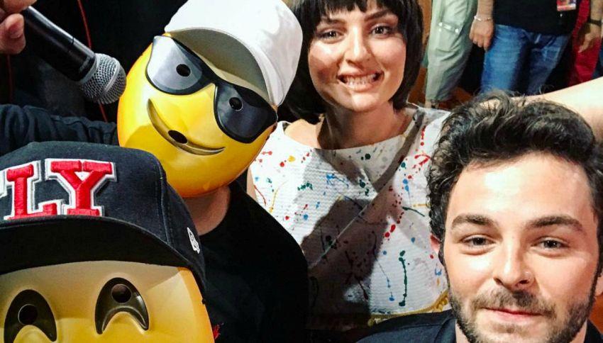 L'esercito del selfie dal sound retro è già tormentone