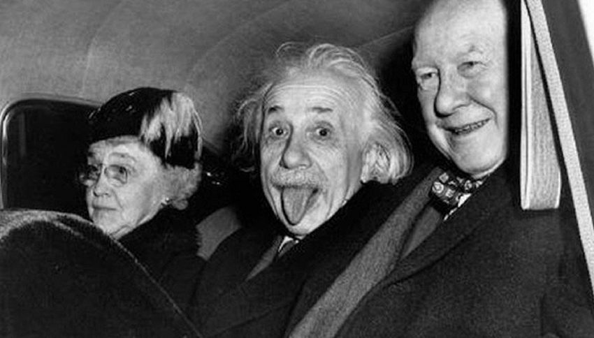 Albert Einstein, venduta all'asta la sua famosa linguaccia | superEva
