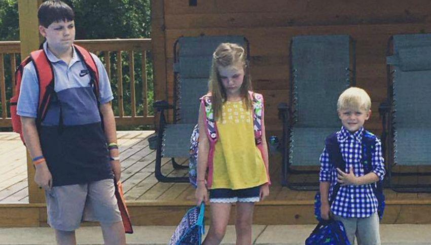 La foto esilarante del primo giorno di scuola fatta da una mamma