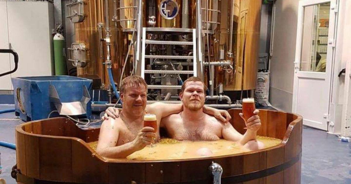 Giochi Di Fare Il Bagno Nella Vasca.Beer Spa In Islanda Il Bagno Termale Nella Birra Supereva