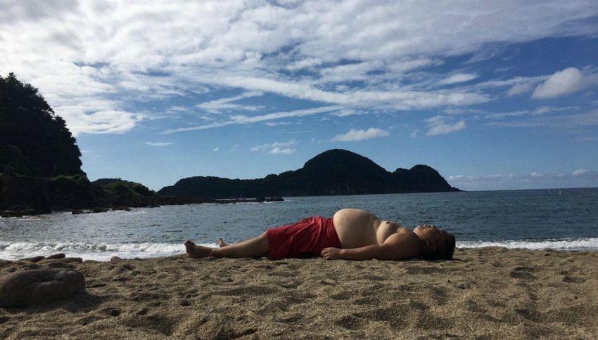 Profilo dell'uomo ricalca quello dell'isola: la foto esilarante