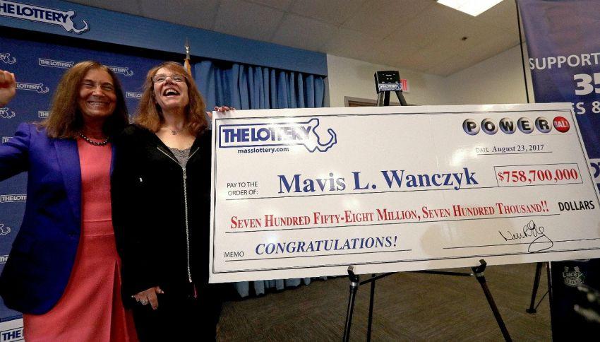 Usa, infermiera vince 758 milioni alla lotteria e chiama il capo