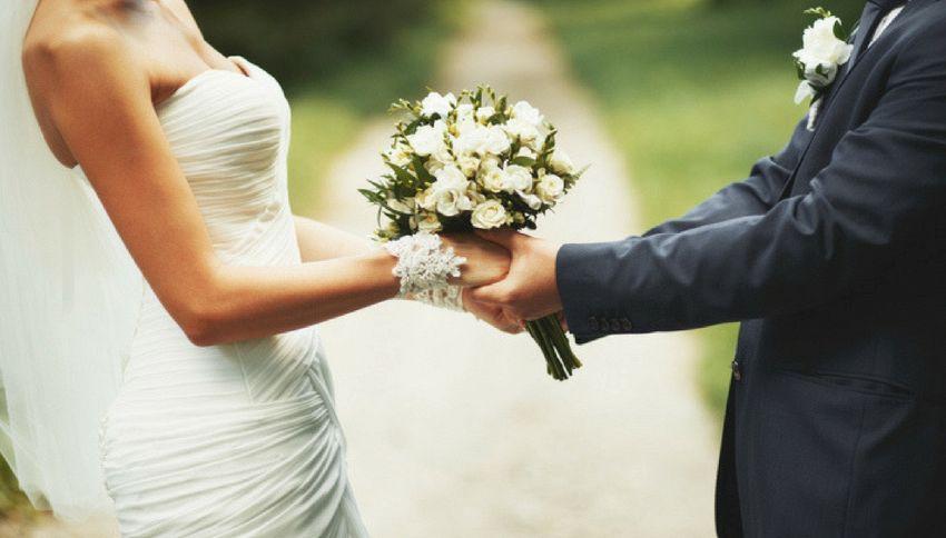 Si sposano 40 anni dopo il primo appuntamento...saltato