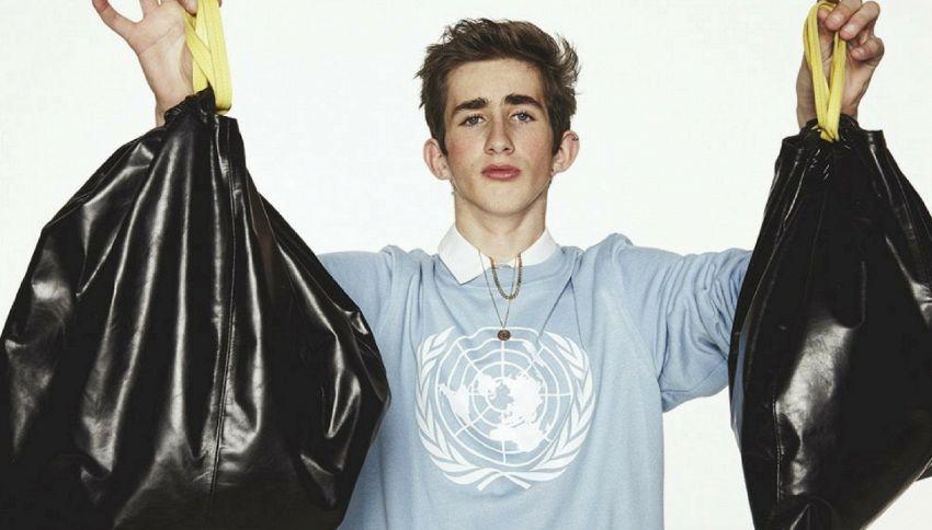 La borsa che sembra un sacco della spazzatura è il nuovo trend