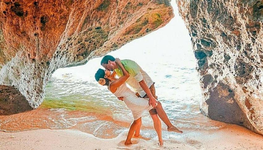 Innamorati a 13mila km di distanza si incontrano per un bacio