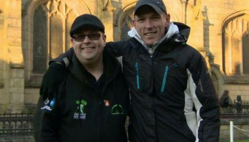 Aiuta un senzatetto e scopre che è il fratello scomparso