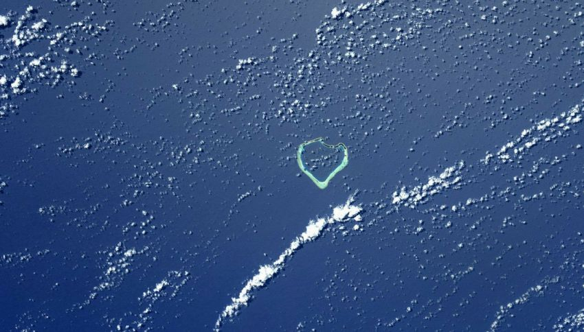 Un cuore nell'oceano. La dedica di Nespoli per la famiglia