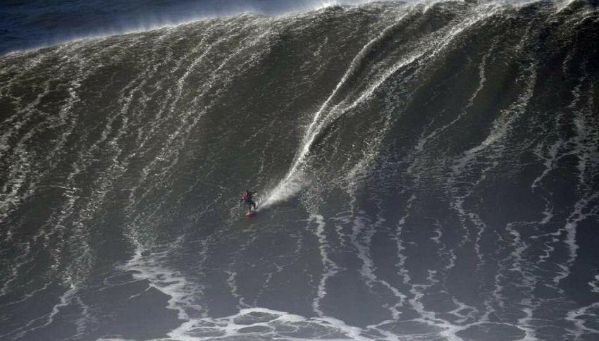 Un mostro di 35 metri, ecco l'onda più alta mai cavalcata