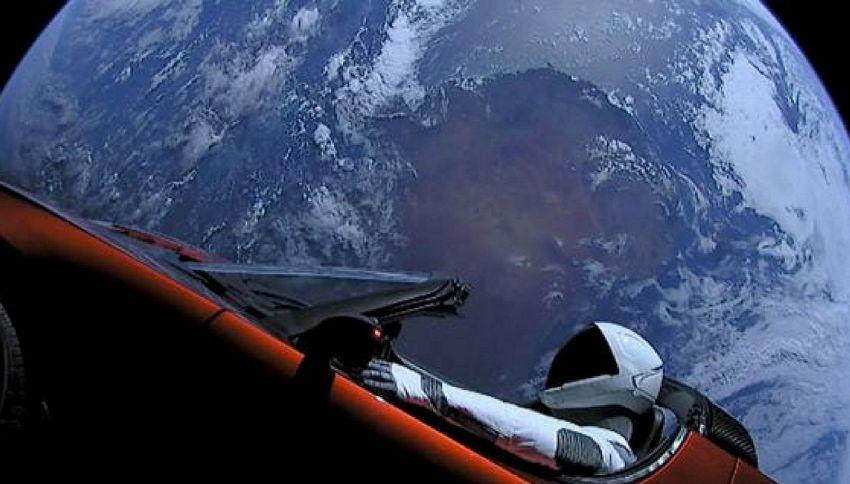 Perché la Tesla nello spazio smonta la tesi dei terrapiattisti