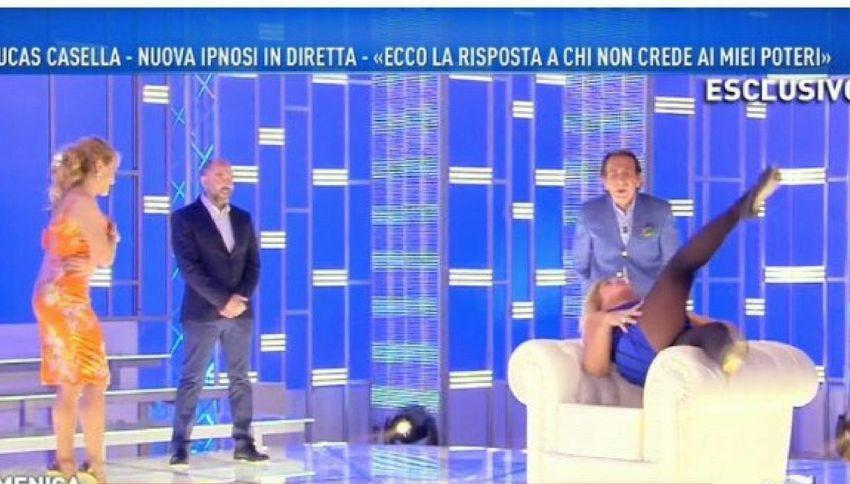 Ipnosi trash di Giucas Casella, la vittima è Nadia Rinaldi